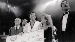Il primo campione UFC Royce Gracie con Helio, Rickson e Rorion (in smoking), 1993.Credit: revistatrip.uol.com.br